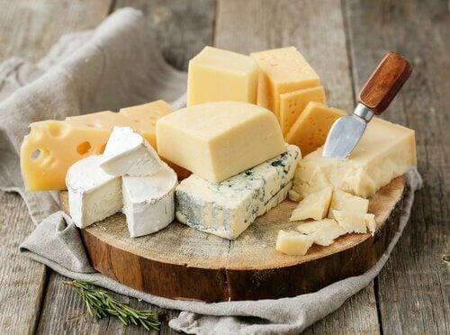 Evite os queijos à noite