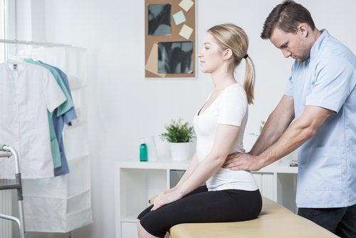 Massagem para aliviar a lombalgia