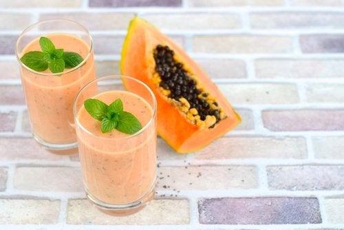 Batida de papaia contra a acidez do estômago