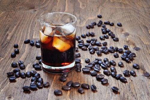 Bebidas com cafeína, álcool ou açúcar não combatem o calor