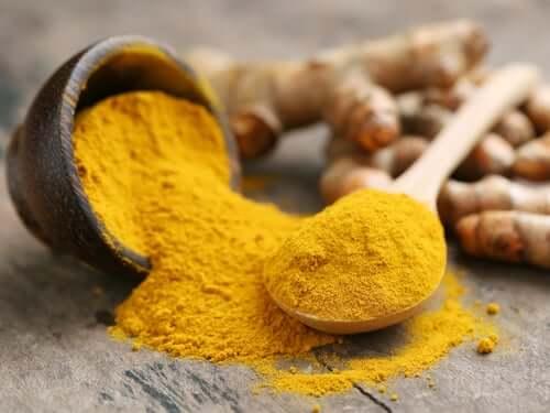 O curry é uma mistura de especiarias que, deacordo com as crenças populares, ajuda a promover o crescimento do cabelo e a nutri-lo