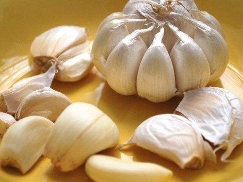 Comer alho ajuda a proteger a zona íntima feminina