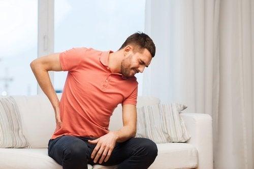Consumir pouca água pode desencadear dores