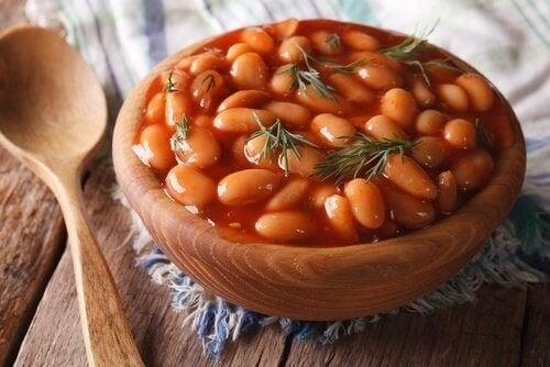Os feijões estão entre os alimentos que podem causar inchaço abdominal