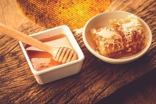 O mel é um dos alimentos para combater a insônia