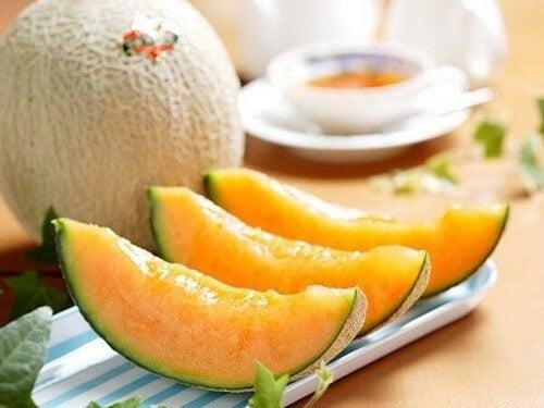 Rico em minerais como potássio, magnésio, cálcio, zinco, ferro e fósforo, o melão é uma fruta que devemos incorporar em nossa alimentação diária