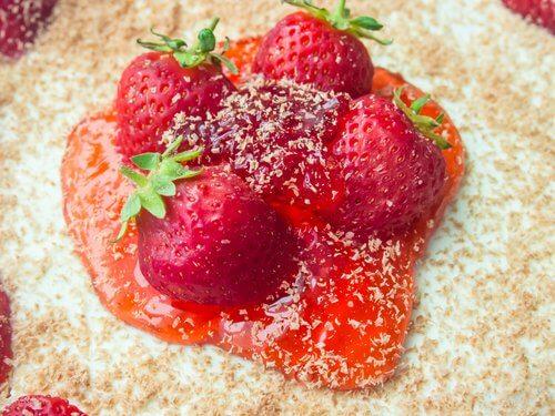 Morangos para o mousse leve de morango