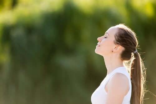 Técnicas de respiração para diminuir sua pressão arterial