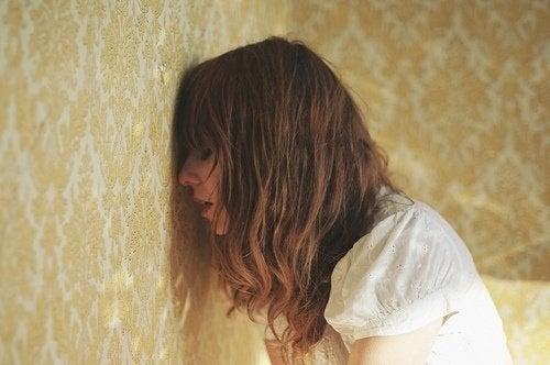 Mulher sofrendo de ansiedade e depressão