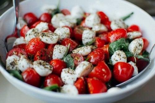 Salada saudável para reduzir a celulite