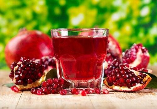 Suco de romã para combater a dor nos rins