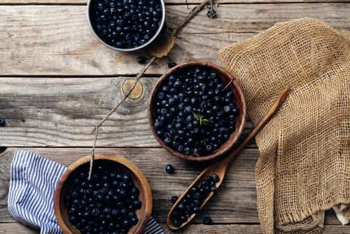 O mirtilocontém uma boa quantidade de antioxidantes que ativam as enzimas cerebrais, melhorando a memória e a concentração