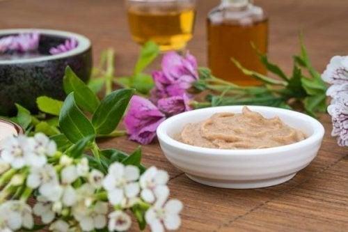 Tratamento de levedura de cerveja e mel de abelhas para o crescimento do cabelo