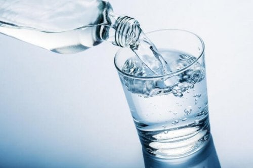 Beber água é fundamental na menopausa