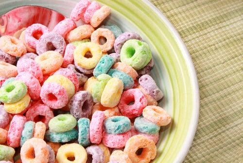 Os cereais coloridos são os piores alimentos