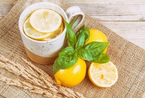 Chá de limão contra as dores de cabeça