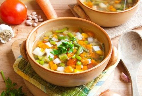 Caldos de legumes e verduras