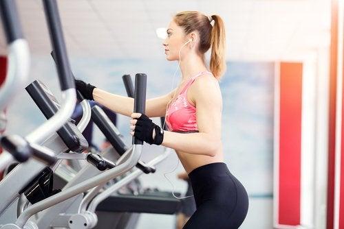 Elíptica é um exercício para perder peso