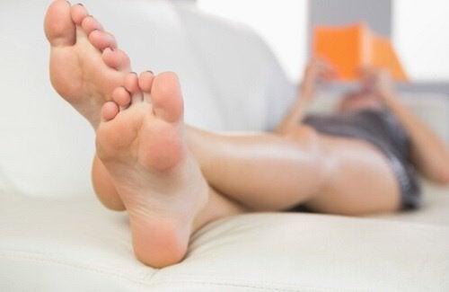O óleo de magnésio protege os pés