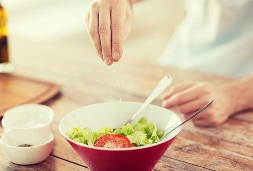 Condimentar bem os alimentos ajuda a melhorar a assimilação de cálcio
