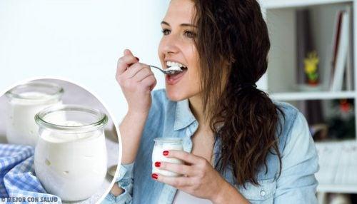 Iogurte grego: benefícios e diferenças do normal