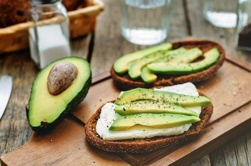 O abacate é fonte de gorduras saudáveis