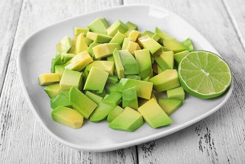 O abacate é um dos alimentos que acalmam a ansiedade