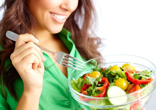 Salada ajuda a combater o sobrepeso