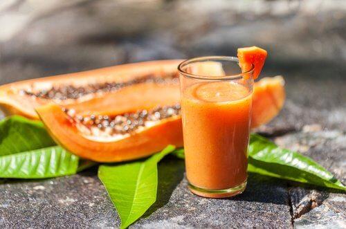 Remédio de aloe vera e papaia para combater a inflamação e gases