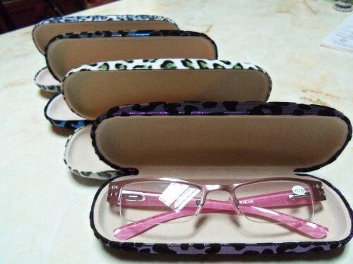 Cuide bem dos óculos guardando-os no estojo