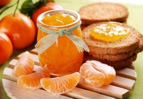 Geleia de tangerina com pão