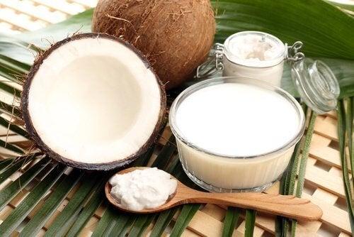 Leite de coco para acelerar o crescimento das unhas