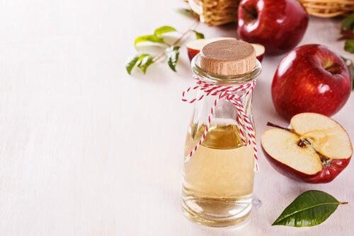 Tônico de vinagre de maçã com água para preparar uma máscara facial