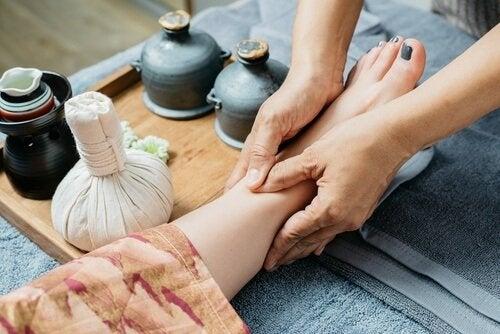 Massagem para aliviar a dor nas articulações