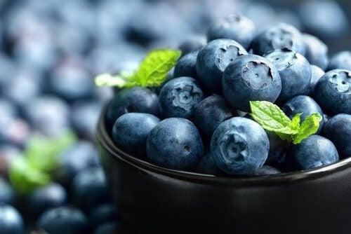 O mirtilo pode ajudar a reduzir o acúmulo de ácido úrico
