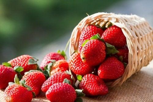 O morango pode ajudar a reduzir o acúmulo de ácido úrico