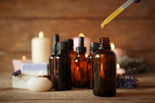 Esfoliantes com óleos essenciais para suavizar a pele