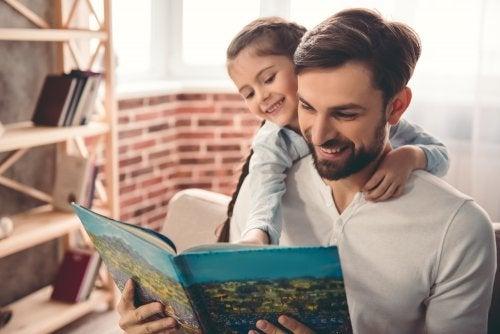 Pai incentivando o amor pelos livros