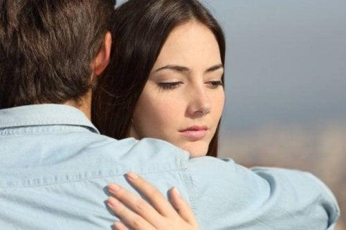 Moça infeliz com seu verdadeiro amor