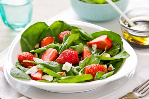 Salada com espinafre e morango