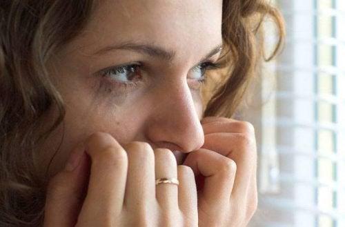 Mulher alterada pelos ataques de pânico noturnos