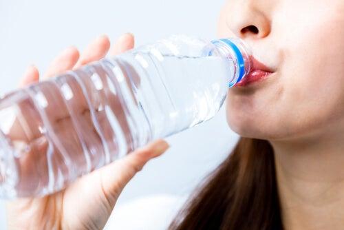 A boa hidratação evita temperatura corporal alta