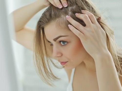 10 razões pelas quais o cabelo cai