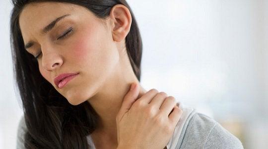 10 simples exercícios que aliviam a dor no pescoço
