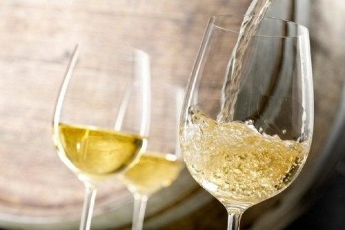 O vinho branco serve para o tratamento da anemia