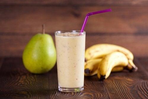 Batida nutritiva de pera e banana