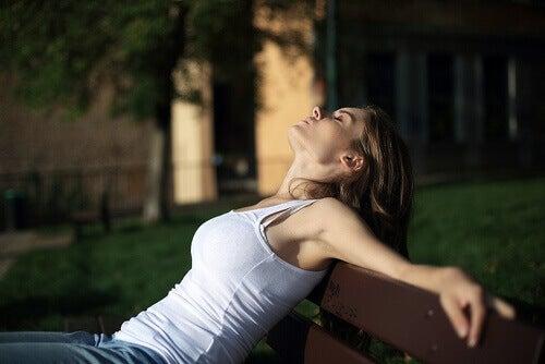 A fadiga é um dos sintomas do transtorno pré-menstrual (TPM)