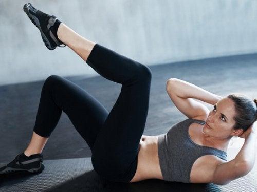 Fique em forma praticando abdominais