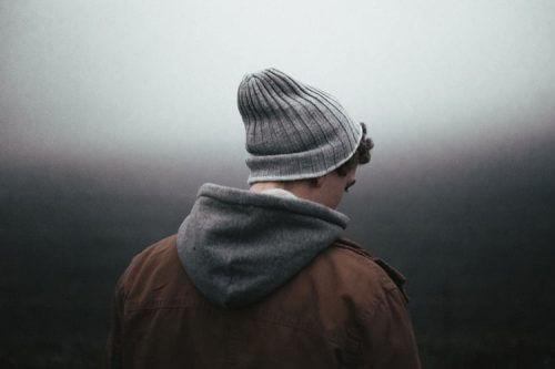 Jovem com depressão e ansiedade