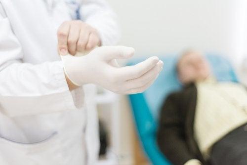 Paciente consultando médico por sua disfunção erétil